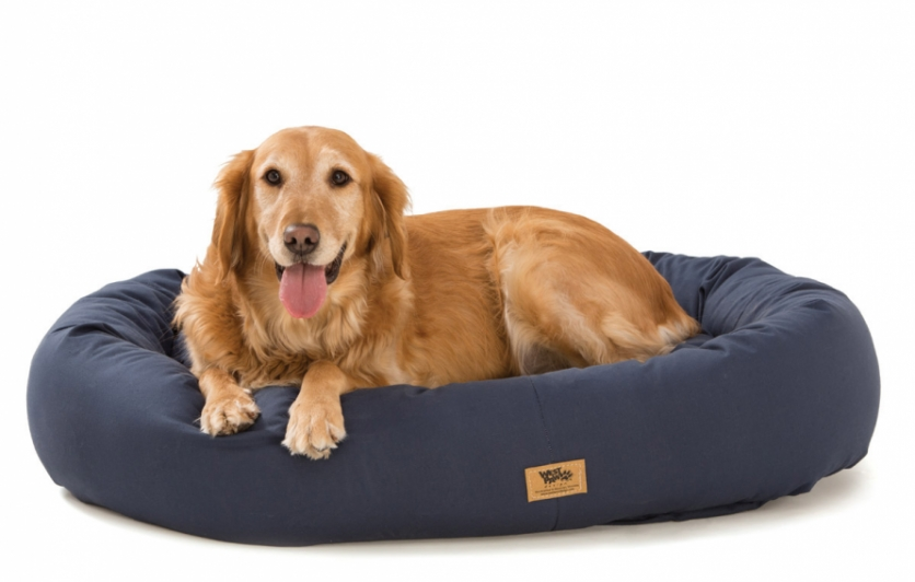 Pet bed made from plastic bottles