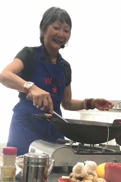 Wok Star Eleanor Hoh shows how to make bean sprouts