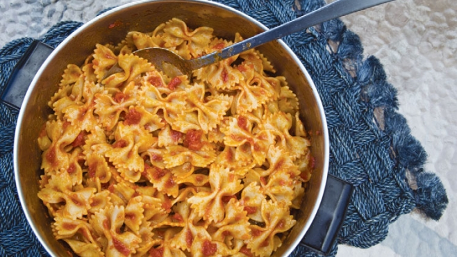 Pasta with Tomato and Onion Sauce