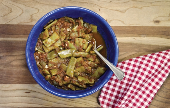 Stewed Fresh Romano (Flat) Beans with Tomatoes and Oregano